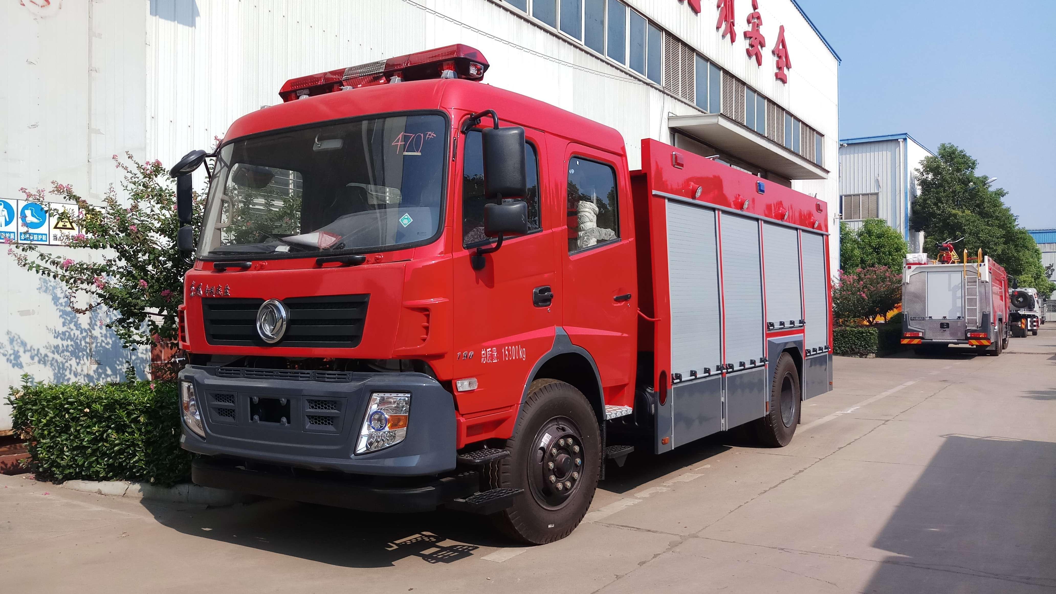 东风6吨水泡沫消防车