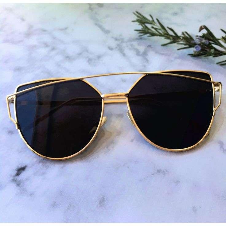 时尚女性太阳眼镜